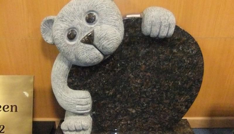 bijzondere natuursteen projecten beer grafsteen